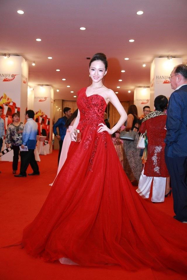 Tiết lộ thân thế ít biết về Hoa hậu vừa bị bắt khẩn cấp Trương Hồ Phương Nga - H7