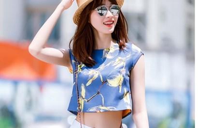 Hoa hậu Đặng Thu Thảo diện crop –top khoe eo thon sexy xuống phố