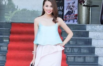 """Thanh Hằng sexy khoe vẻ đẹp mê hoặc trên """"ghế nóng"""" Vietnam's Next Top Model"""