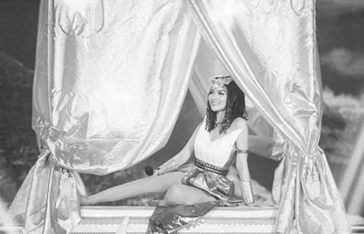 Thủy Top quyến rũ hút hồn khi hóa thân thành Nữ hoàng Ai Cập