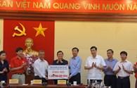 Chủ tịch Tổng LĐLĐVN Đặng Ngọc Tùng tới thăm và chia sẻ khó khăn với đồng bào vùng lũ Quảng Ninh