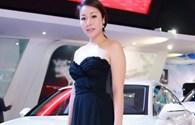 Hoa hậu Ngô Phương Lan khoe vòng một gợi cảm với đầm cúp ngực
