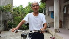 Tình nguyện viên 85 tuổi vượt ngàn cây số giúp trẻ lang thang