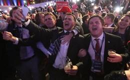 Donald Trump tưng bừng ăn mừng chiến thắng