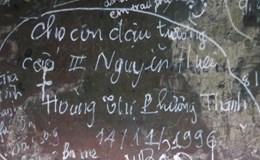 Vẽ bậy lên bảo vật - tật xấu của du khách Việt