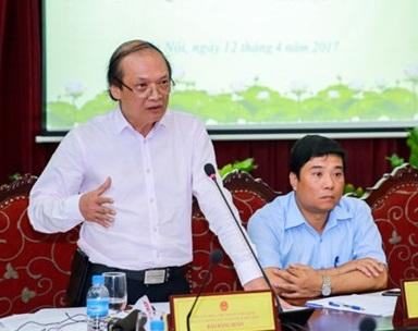 Đại diện Cục NTBD giải đáp các câu hỏi của báo chí liên quan đến việc tạm dừng lưu hành một số ca khúc thời gian qua. Ảnh: Minh Khánh