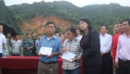 Phó Chủ tịch Nước đề nghị có biện pháp ổn định cuộc sống người dân