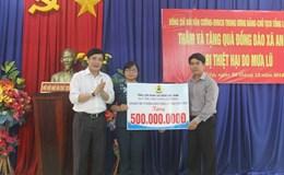 Tổng LĐLĐ VN về với người dân vùng lũ Phú Yên