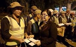 Phú Yên: Ấm lòng công nhân vệ sinh và người lao động trực Tết