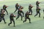 Video: Cảnh sát cơ động hợp đồng tác chiến tấn công mục tiêu