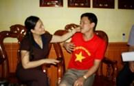 LĐLĐ tỉnh Hưng Yên tặng quà công nhân bị TNLĐ nặng