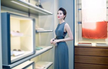 Đặng Thu Thảo khoe vẻ mong manh nữ tính trong đầm mới