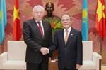 Chủ tịch Quốc hội Nguyễn Sinh Hùng tiếp Chủ tịch hạ viện Kazakhstan