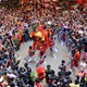 Đổ xô đi xem rồng múa, kiệu quay độc đáo trên phố Hà Nội