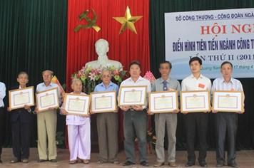 CĐ ngành công thương Quảng Nam:  19 tập thể và 5 cá nhân được tuyên dương khen thưởng