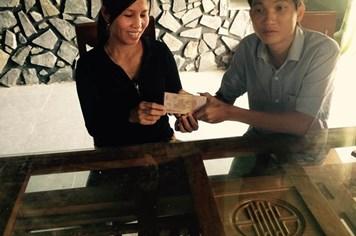 Trao 1,4 tỉ đồng tiền bán dưa đến người dân Quảng Ngãi
