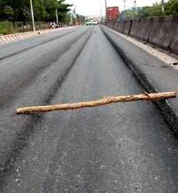 """""""Mổ xẻ"""" nguyên nhân hằn lún trên các tuyến Quốc lộ"""