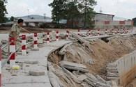 Sau cơn mưa, công trình 345 tỉ đồng bị nứt toác, lún sụt