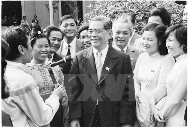 Tổng Bí thư Nguyễn Văn Linh - tấm gương vì nước vì dân sáng ngời