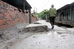 Thảm họa bùn đất trùm xuống gần trăm hộ dân Mông Dương