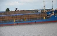 """Xử lý nghiêm các cá nhân """"lơ là"""" cho tàu quá khổ lưu thông tràn lan trên sông"""