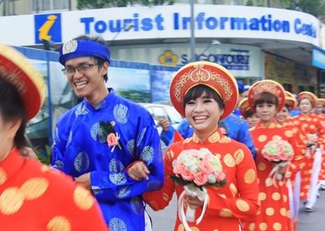 100 cặp đôi hạnh phúc trong lễ cưới tập thể mừng lễ Quốc khánh