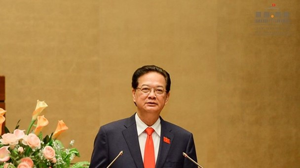Thủ tướng Chính phủ Nguyễn Tấn Dũng trả lời chất vấn tại kỳ họp thứ 10, Quốc hội khóa XIII (Ảnh: TTBC)