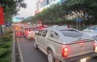 Hành khách bực bội vì kẹt xe quanh sân bay Tân Sơn Nhất