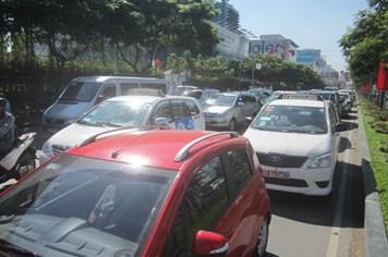 Điều chỉnh giao thông chống kẹt xe ở sân bay Tân Sơn Nhất