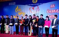 LĐLĐ Thừa Thiên - Huế: Hàng trăm suất quà cho CNLĐ khó khăn đón Tết