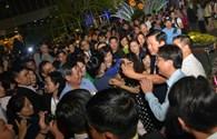 Ông Đinh La Thăng và chiếc điện thoại selfie