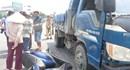 Đà Nẵng: Qua đường thiếu quan sát, 2 nữ sinh bị xe tải cán