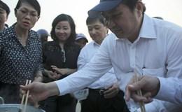 Lãnh đạo Đà Nẵng ăn cá cùng ngư dân, khẳng định không ô nhiễm
