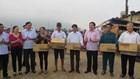 LĐLĐ tỉnh Hà Tĩnh: Trao 8 máy Icom, 53 suất quà cho ngư dân