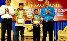 """Tặng huy hiệu """" Tuổi trẻ dũng cảm"""" cho 2 thiếu niên dũng cảm cứu người • Sẽ cấp đất cho cậu bé mồ côi Bo Bo Tý xây nhà ở"""