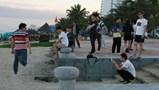 """Tin khó tin: Du khách Trung Quốc lại """"múa gậy vườn hoang"""" và sự im lặng đáng sợ của Rồng đỏ nhiễm chì"""