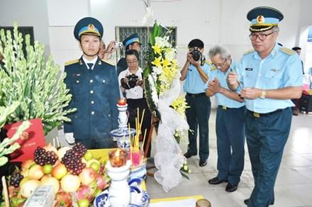 Vụ máy bay rơi ở Phú Yên: Nghẹn ngào lễ tang Thiếu úy phi công Phạm Đức Trung