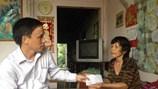 Ông Nguyễn Sự dành tiền thưởng huân chương tặng chị bán vé số