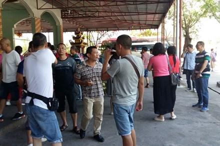 """Hỗn loạn thị trường khách du lịch Trung Quốc: """"Nửa đêm, vẫn gõ từng phòng để xin và dọa khách"""""""