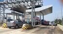 Quảng Nam: Thiếu biển báo, xe khách lao trực diện trạm thu phí