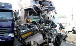 Quảng Trị: Lái xe ôtô tải tử vong, mắc kẹt 5 giờ trong cabin bị biến dạng