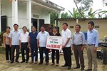 LĐLĐ tỉnh Hà Tĩnh: Trao 100 triệu đồng hỗ trợ trường học thiệt hại do mưa lũ