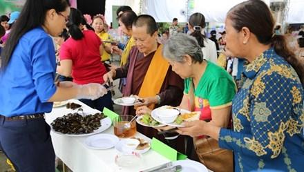 Lễ hội buffet chay gây quỹ ủng hộ vì người khuyết tật