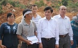 Chủ tịch Tổng LĐLĐ Việt Nam Bùi Văn Cường  thăm và trao quà hỗ trợ đồng bào vùng bị thiên tai tại Khánh Hòa