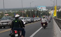 Tiền Giang-Bến Tre: Kẹt xe nghiêm trọng tại cầu Rạch Miễu