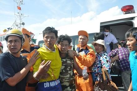 Nổ bình gas trên tàu cá, 1 người mất tích, 12 người bị thương - ảnh 1
