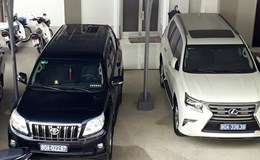 Diễn biến mới vụ DN tặng 2 chiếc Lexus ở Cà Mau: Gỡ bỏ xe mang biển số 80A do DN tặng