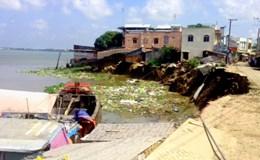 Sạt lở nhấn chìm 14 căn nhà, An Giang ban bố tình trạng khẩn cấp