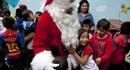 Hàng nghìn ông già Noel xuống phố, nhuộm đỏ mọi ngóc ngách ngày Giáng sinh