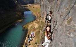 Nín thở những bức ảnh cưới độc nhất vô nhị trên vách núi cheo leo